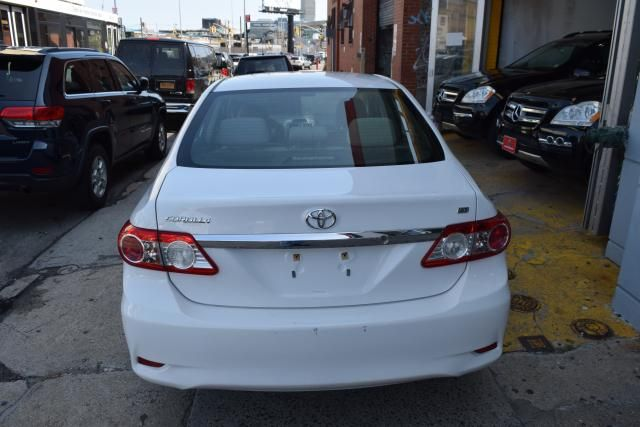 2013 Toyota Corolla 4dr Sdn Auto LE Richmond Hill, New York 3