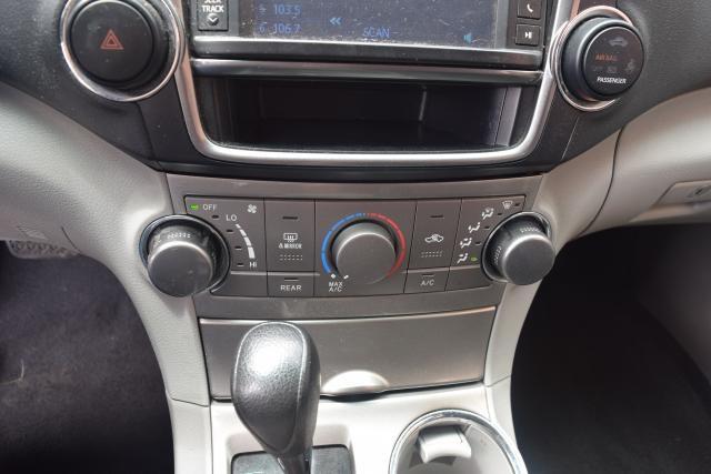 2013 Toyota Highlander 4WD 4dr Richmond Hill, New York 14