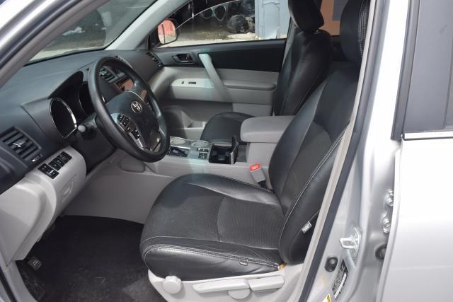2013 Toyota Highlander 4WD 4dr Richmond Hill, New York 8