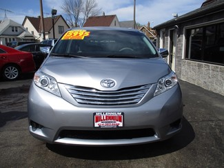 2013 Toyota Sienna L Milwaukee, Wisconsin 1