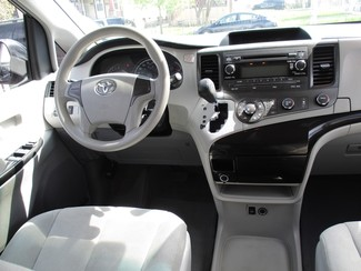 2013 Toyota Sienna L Milwaukee, Wisconsin 12