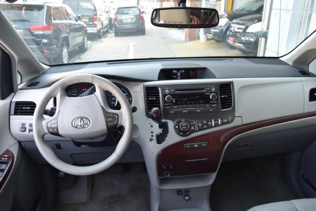 2013 Toyota Sienna 5dr 8-Pass Van V6 XLE FWD (SE) Richmond Hill, New York 11