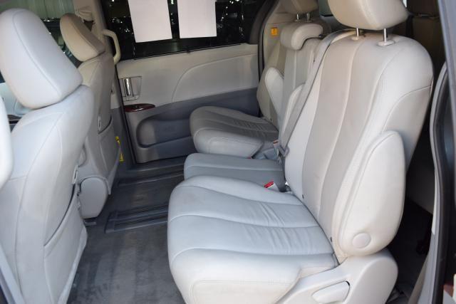 2013 Toyota Sienna 5dr 8-Pass Van V6 XLE FWD (SE) Richmond Hill, New York 9
