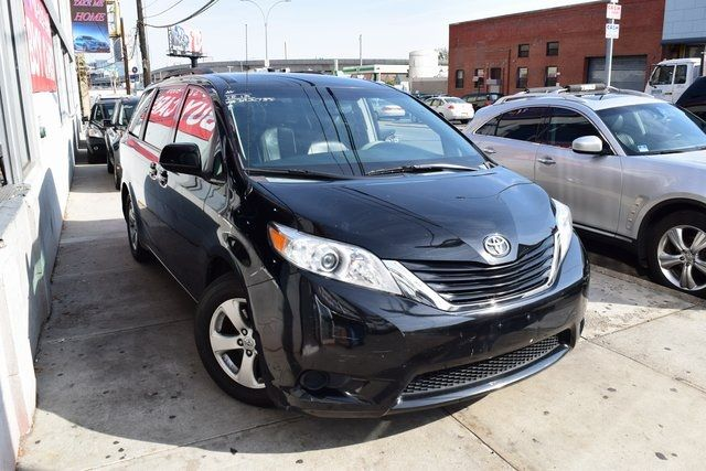 2013 Toyota Sienna LE Richmond Hill, New York 1