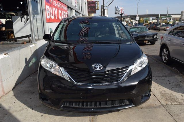 2013 Toyota Sienna LE Richmond Hill, New York 2