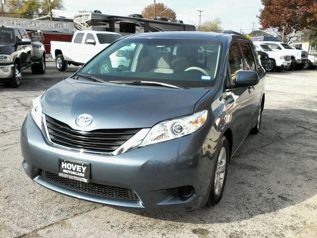 2013 Toyota Sienna LE San Antonio, Texas 3