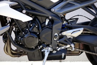 2013 Triumph Street Triple ABS * 1-OWNER * ONLY 880 MILES *Pearl White Plano, Texas 26