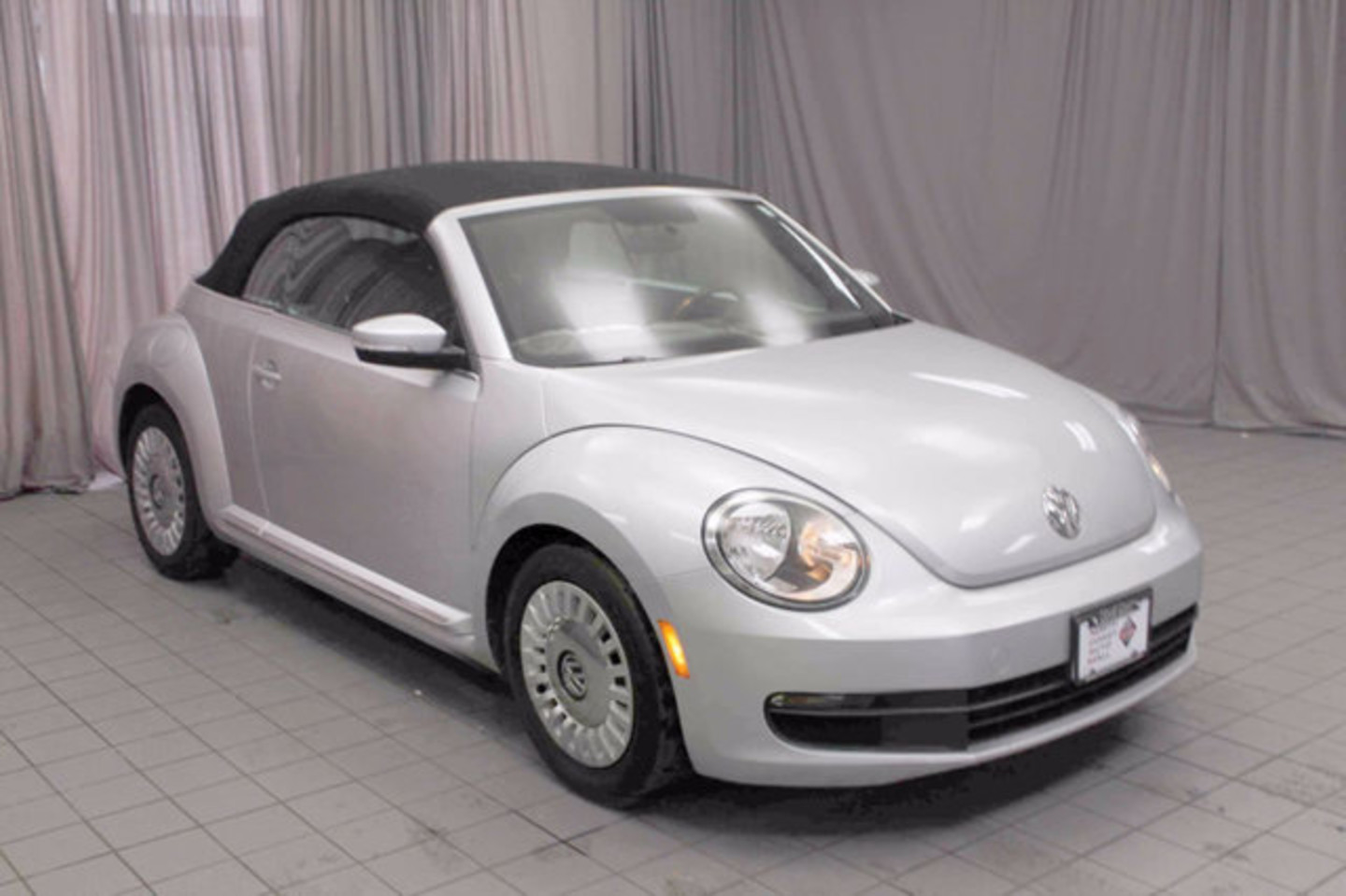 2013 volkswagen beetle convertible 25l city oh north coast. Black Bedroom Furniture Sets. Home Design Ideas