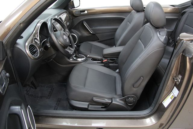 2013 Volkswagen Beetle Convertible 2.5L w/Tech Richmond, Virginia 9