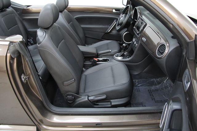 2013 Volkswagen Beetle Convertible 2.5L w/Tech Richmond, Virginia 17