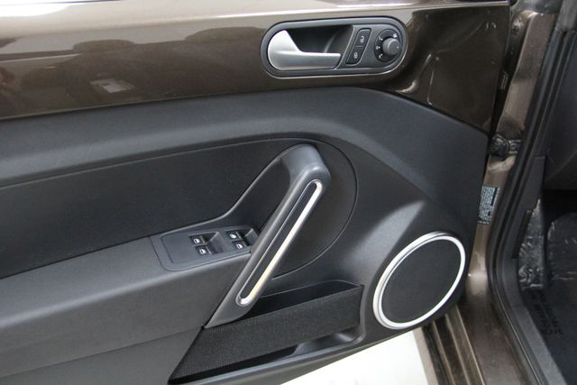 2013 Volkswagen Beetle Convertible 2.5L w/Tech Richmond, Virginia 11