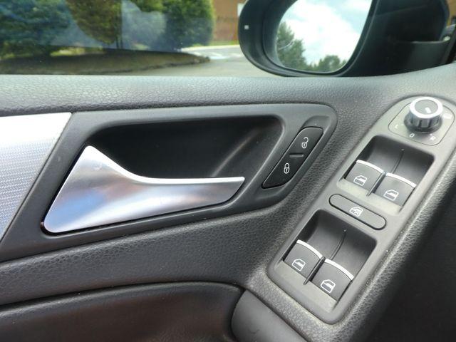2013 Volkswagen Golf R w/Sunroof & Navi Leesburg, Virginia 24