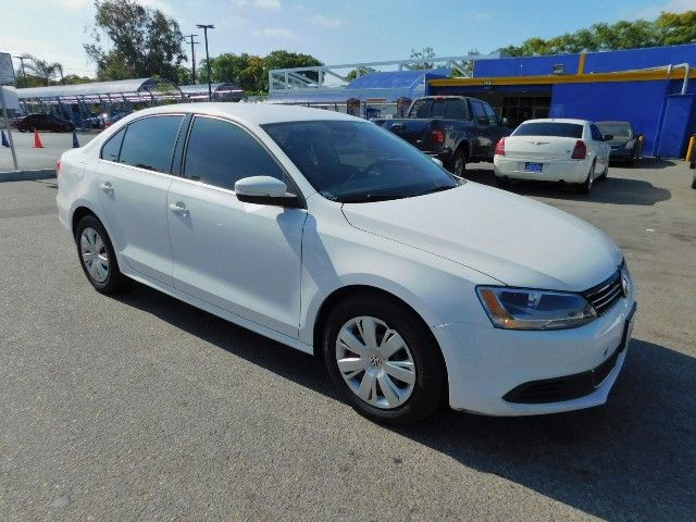 2013 Volkswagen Jetta SE Limited warranty included to assure your worry-free purchase AutoCheck r