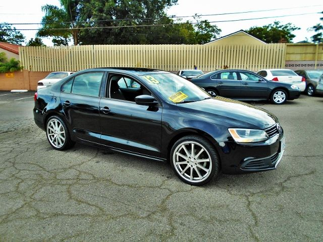 2013 Volkswagen Jetta Base Limited warranty included to assure your worry-free purchase AutoCheck