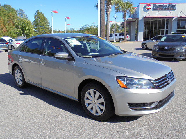 2013 Volkswagen Passat S DISCLOSURE Internet pricing is subject to change daily It is a BUY-OUTR