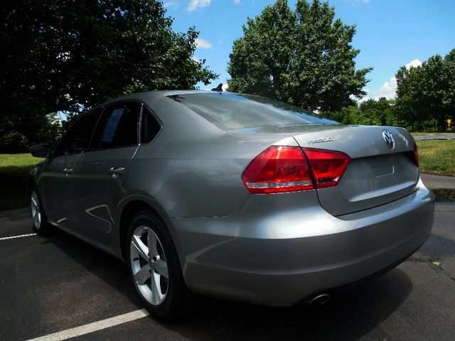 2013 Volkswagen Passat SE w/Sunroof Leesburg, Virginia 3