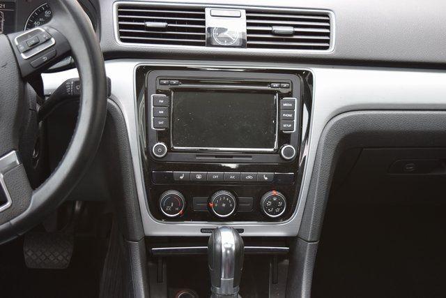 2013 Volkswagen Passat SE w/Sunroof Richmond Hill, New York 11