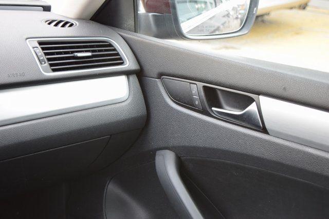 2013 Volkswagen Passat SE w/Sunroof Richmond Hill, New York 12