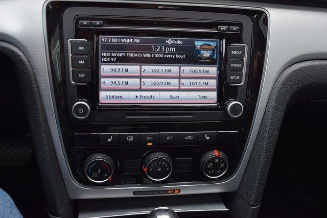 2013 Volkswagen Passat SE w/Sunroof Richmond Hill, New York 23