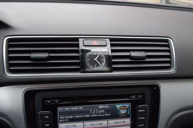 2013 Volkswagen Passat SE w/Sunroof Richmond Hill, New York 24