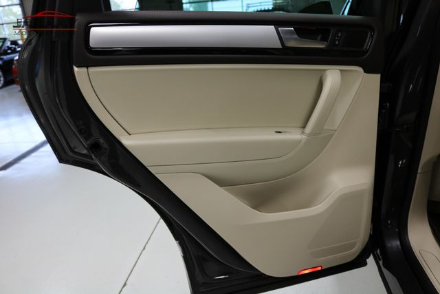 2013 Volkswagen Touareg Sport w/Nav Merrillville, Indiana 28