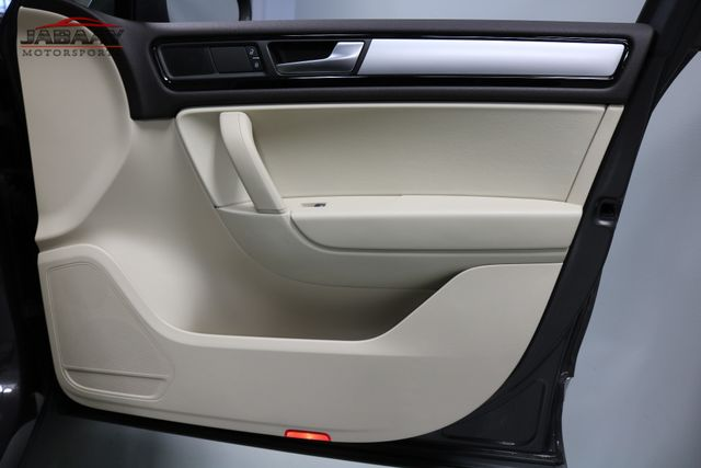 2013 Volkswagen Touareg Sport w/Nav Merrillville, Indiana 27