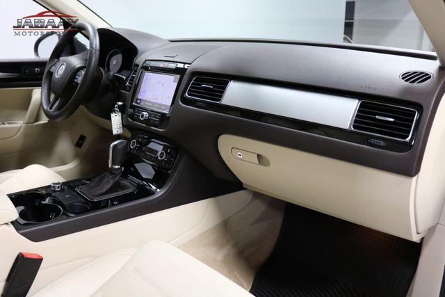 2013 Volkswagen Touareg Sport w/Nav Merrillville, Indiana 16