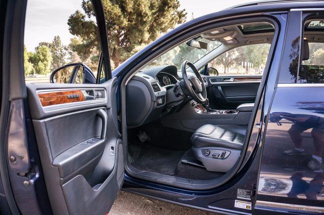2013 Volkswagen Touareg Lux - Navi - Rear View Camera - Xenon Reseda, CA 12
