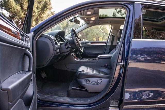 2013 Volkswagen Touareg Lux - Navi - Rear View Camera - Xenon Reseda, CA 38