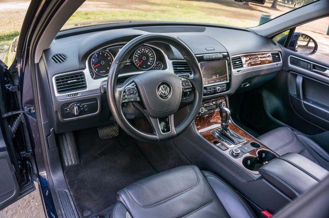 2013 Volkswagen Touareg Lux - Navi - Rear View Camera - Xenon Reseda, CA 15