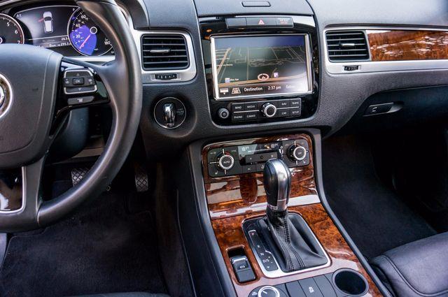 2013 Volkswagen Touareg Lux - Navi - Rear View Camera - Xenon Reseda, CA 24