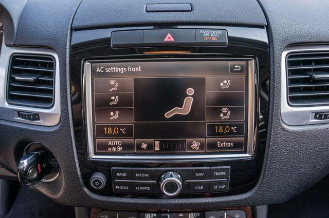 2013 Volkswagen Touareg Lux - Navi - Rear View Camera - Xenon Reseda, CA 27