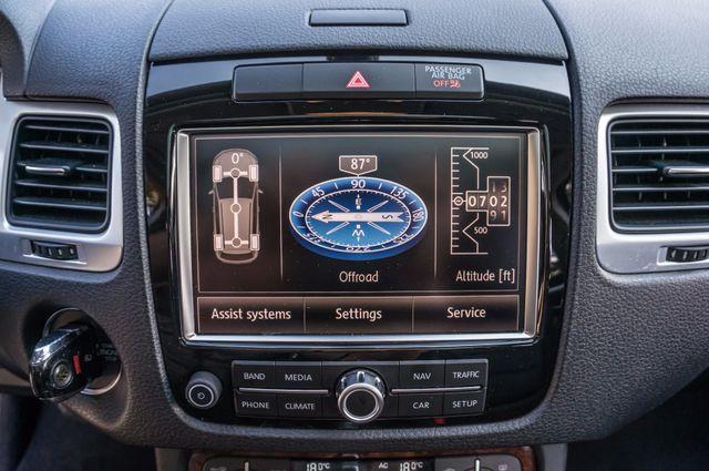 2013 Volkswagen Touareg Lux - Navi - Rear View Camera - Xenon Reseda, CA 28
