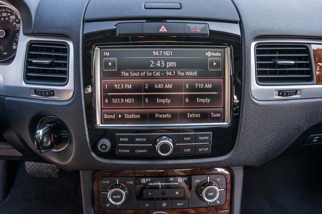 2013 Volkswagen Touareg Lux - Navi - Rear View Camera - Xenon Reseda, CA 20