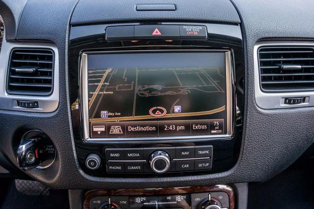 2013 Volkswagen Touareg Lux - Navi - Rear View Camera - Xenon Reseda, CA 25