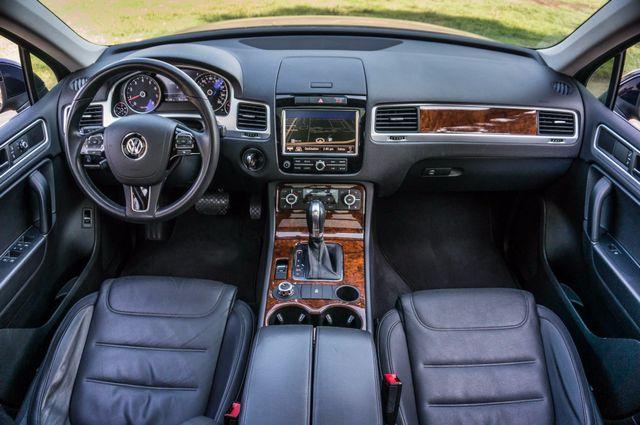 2013 Volkswagen Touareg Lux - Navi - Rear View Camera - Xenon Reseda, CA 16