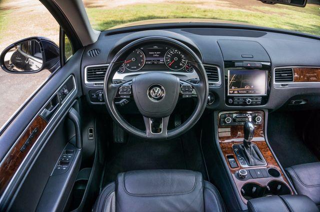 2013 Volkswagen Touareg Lux - Navi - Rear View Camera - Xenon Reseda, CA 17