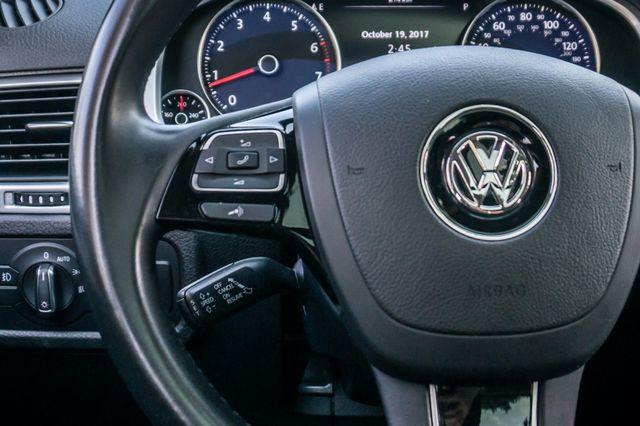 2013 Volkswagen Touareg Lux - Navi - Rear View Camera - Xenon Reseda, CA 18