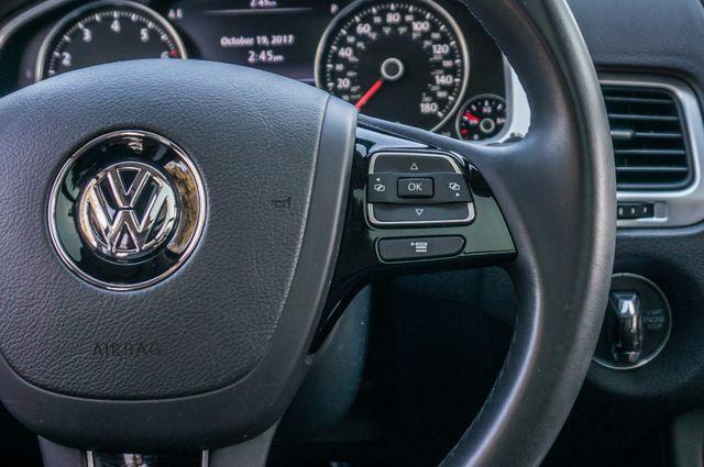 2013 Volkswagen Touareg Lux - Navi - Rear View Camera - Xenon Reseda, CA 19