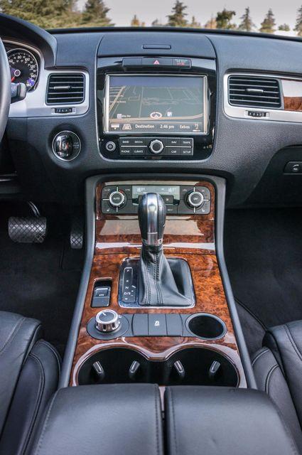 2013 Volkswagen Touareg Lux - Navi - Rear View Camera - Xenon Reseda, CA 22