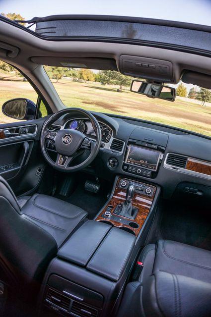 2013 Volkswagen Touareg Lux - Navi - Rear View Camera - Xenon Reseda, CA 39