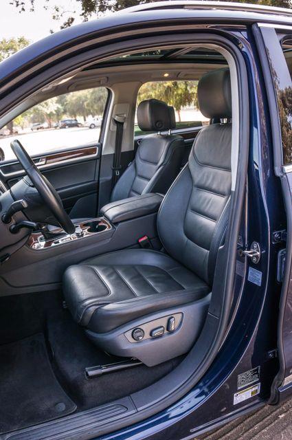 2013 Volkswagen Touareg Lux - Navi - Rear View Camera - Xenon Reseda, CA 32