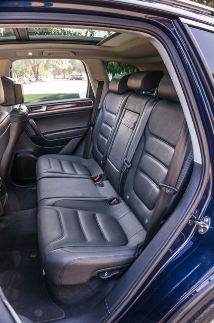 2013 Volkswagen Touareg Lux - Navi - Rear View Camera - Xenon Reseda, CA 33