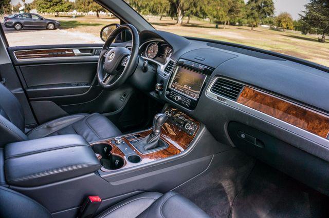 2013 Volkswagen Touareg Lux - Navi - Rear View Camera - Xenon Reseda, CA 36