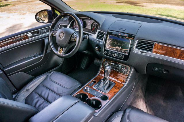 2013 Volkswagen Touareg Lux - Navi - Rear View Camera - Xenon Reseda, CA 37