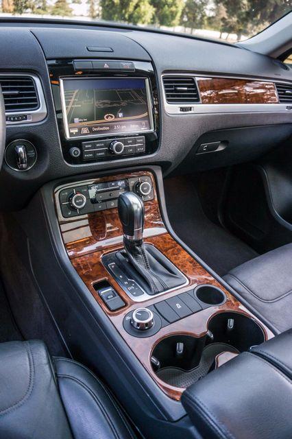 2013 Volkswagen Touareg Lux - Navi - Rear View Camera - Xenon Reseda, CA 23
