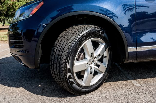 2013 Volkswagen Touareg Lux - Navi - Rear View Camera - Xenon Reseda, CA 11