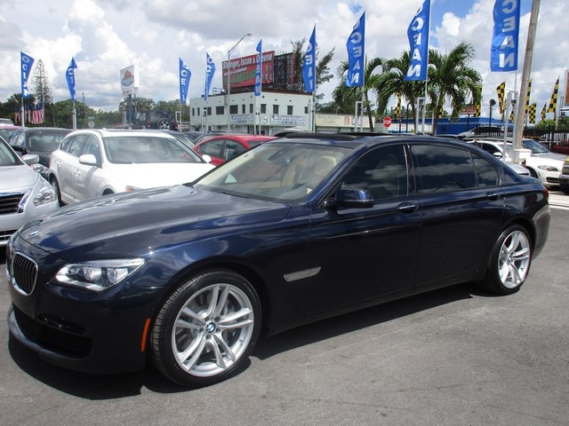 2014 BMW 750Li xDrive Come and visit us at oceanautosalescom for our expanded inventoryThis offe