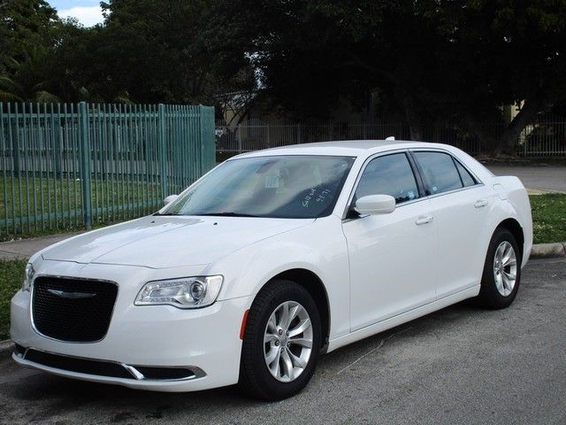 2014 Chrysler 300 300C Come and visit us at oceanautosalescom for our expanded inventoryThis off