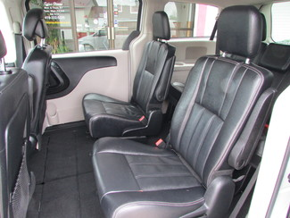 2014 Chrysler Town & Country Touring Fremont, Ohio 10